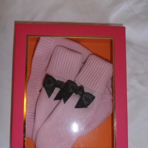 kate spade Other - Kate Spade kids 2 pc. boxed gift set hat & mittens
